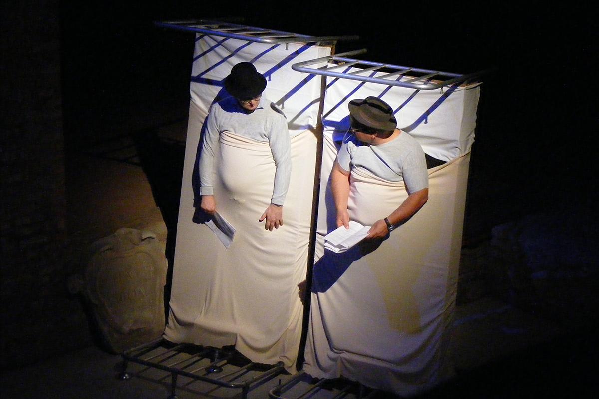 teatro-sociale-gualtieri-stagione-2010-aspettando-godot-opg-re-1