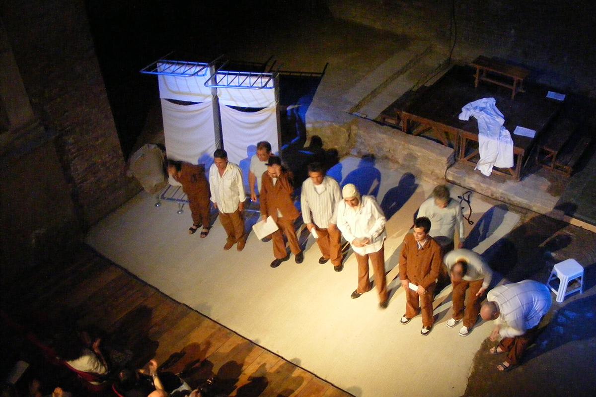 teatro-sociale-gualtieri-stagione-2010-aspettando-godot-opg-re-3