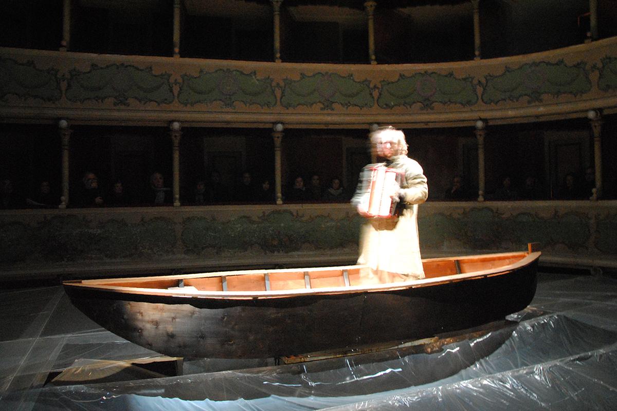 teatro-sociale-gualtieri-stagione-2010-extraripas-11