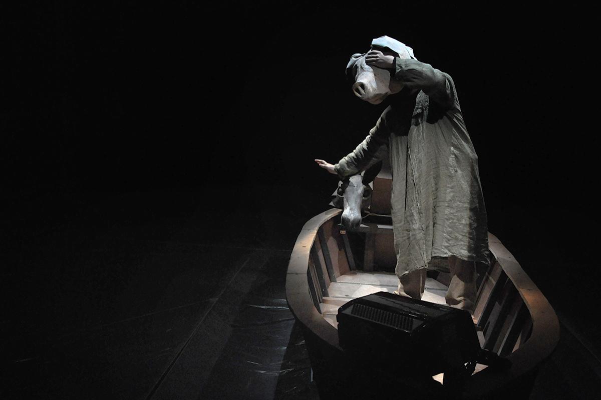 teatro-sociale-gualtieri-stagione-2010-extraripas-4