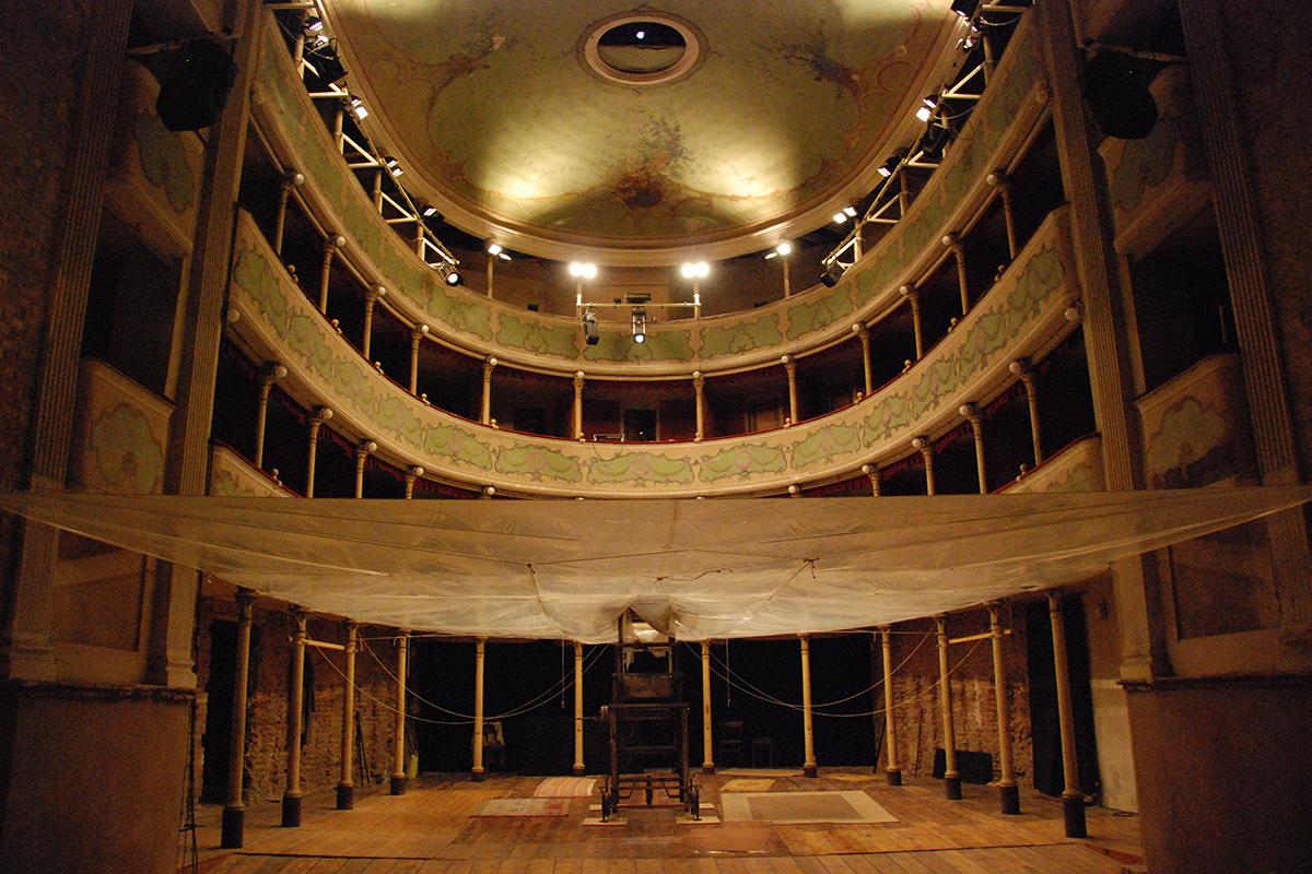 teatro-sociale-gualtieri-stagione-2010-extraripas-backstage-16