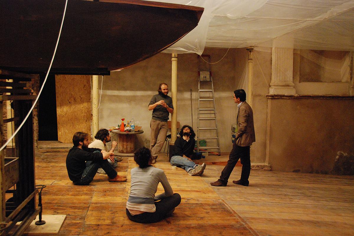 teatro-sociale-gualtieri-stagione-2010-extraripas-backstage-17