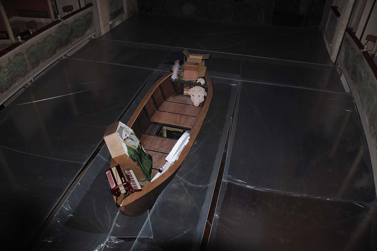 teatro-sociale-gualtieri-stagione-2010-extraripas-backstage-5