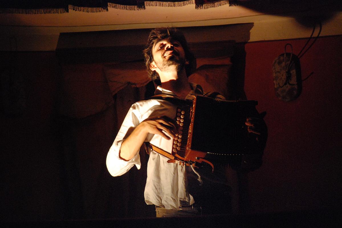 teatro-sociale-gualtieri-stagione-2010-interno-abbado-baracco-1