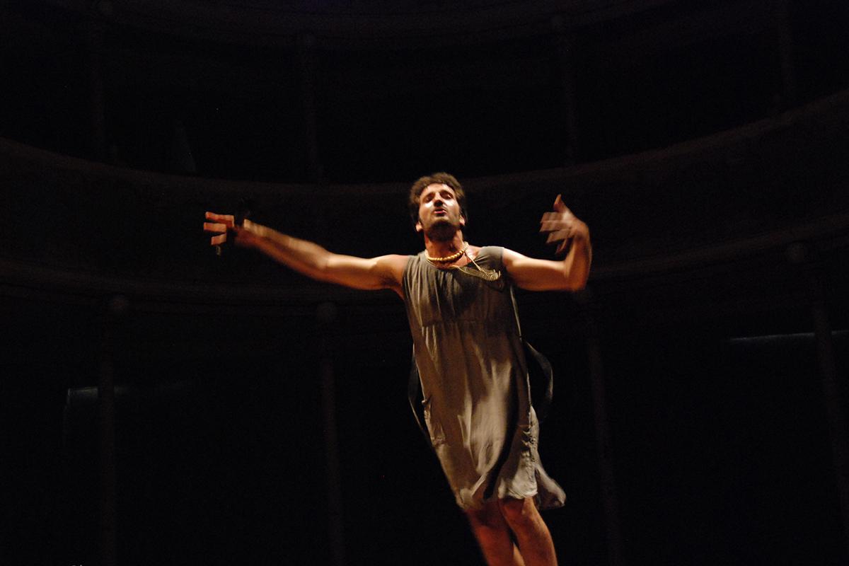 teatro-sociale-gualtieri-stagione-2010-interno-abbado-baracco-3