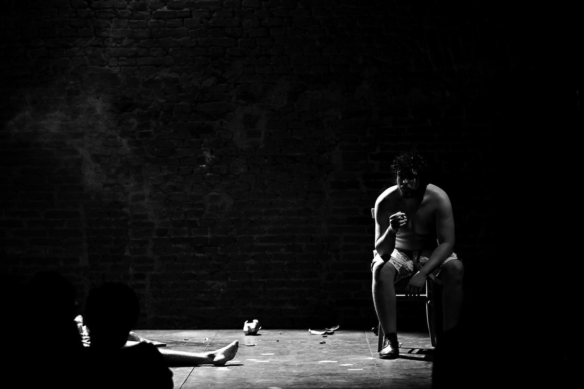 teatro-sociale-gualtieri-the-ridere-aronica-barra-3