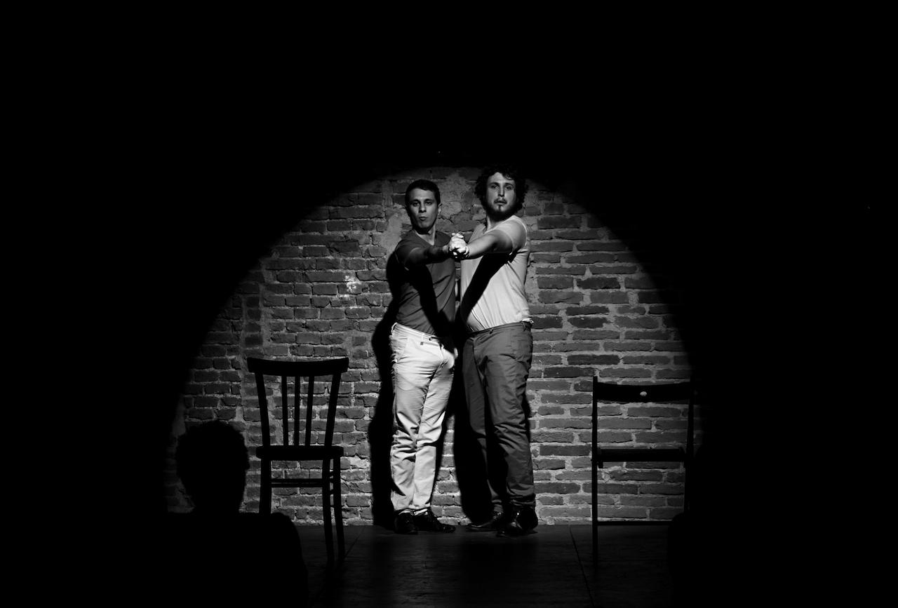 teatro-sociale-gualtieri-the-ridere-aronica-barra-4